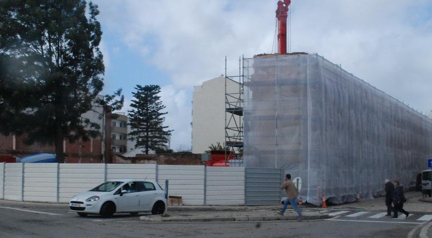Recuperação de edifício para espaço comercial em Silves